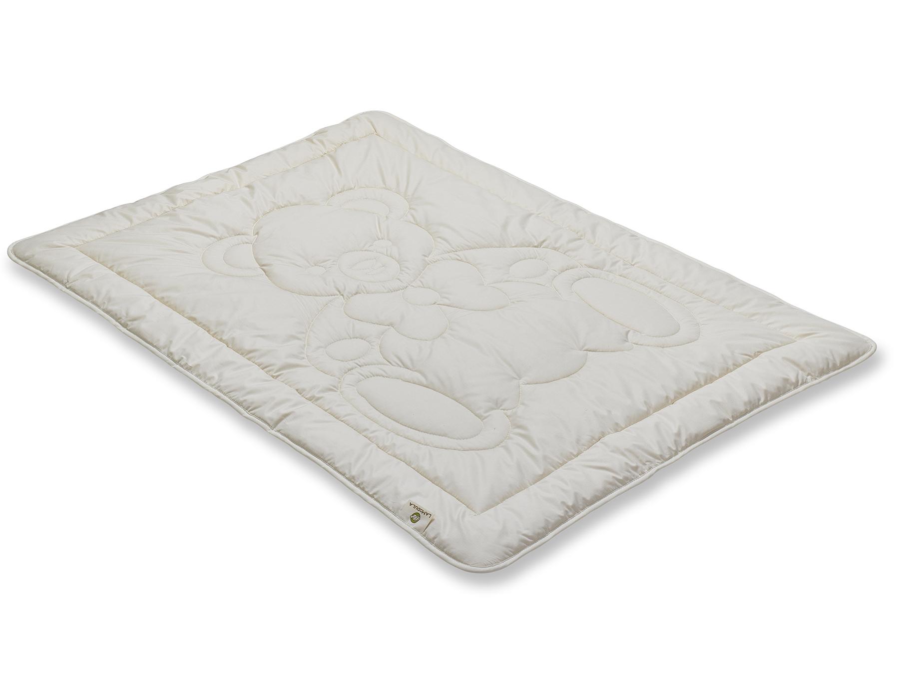 Wächter in der Nacht: Babybettdecke mit süßem Bärenmotiv.