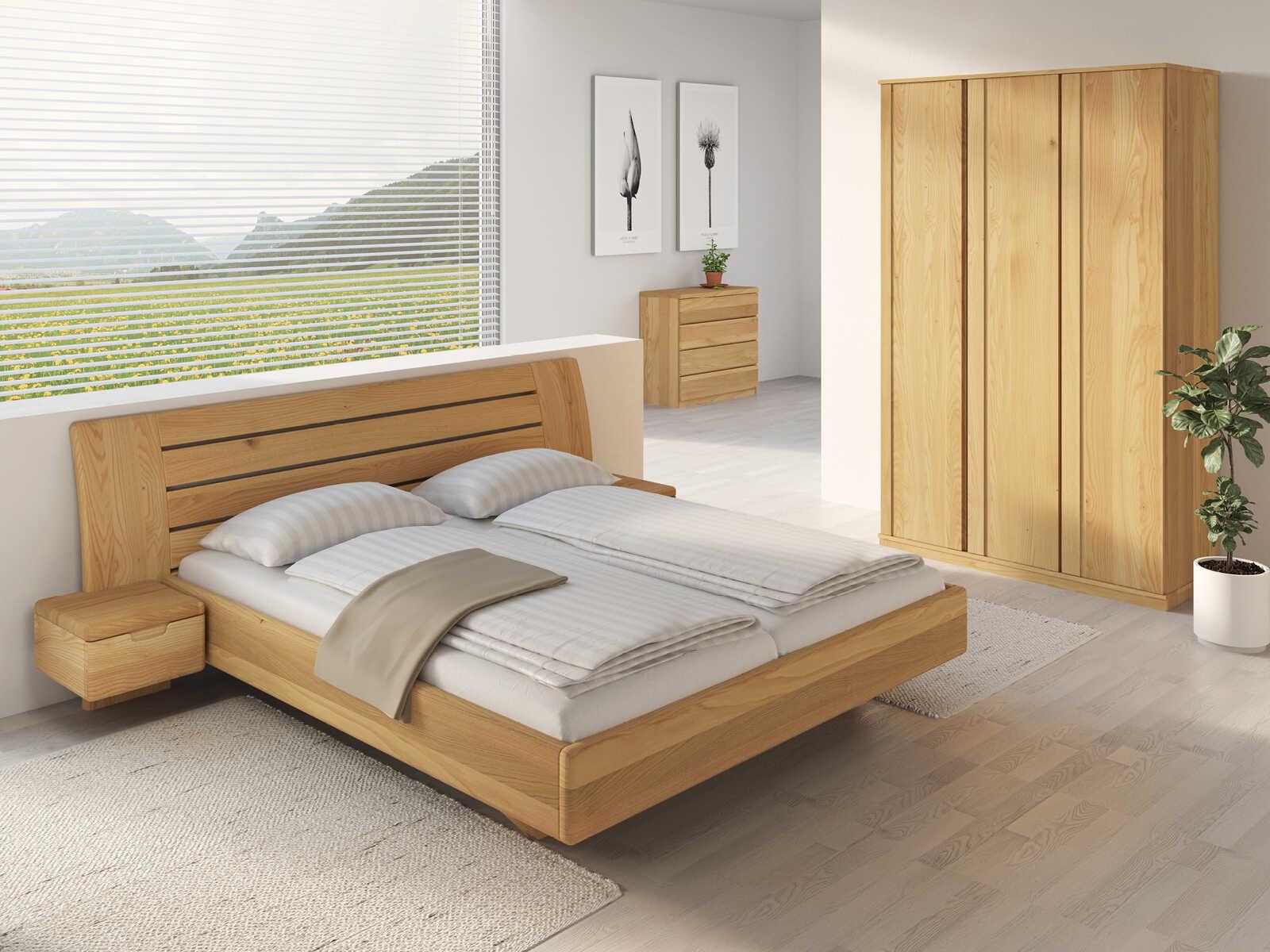 """Schlafzimmer aus Massivholz Kastanie mit Bett """"Bettina"""" 180 x 200 cm mit schmalen Nachttischen"""