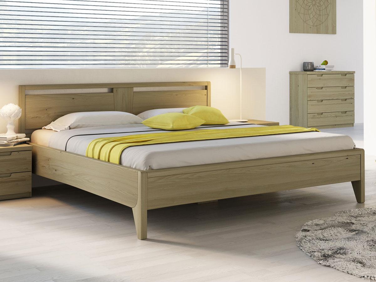 """Schlafzimmer mit Kastanienholzbett """"Jessika"""" 180 x 200 cm"""