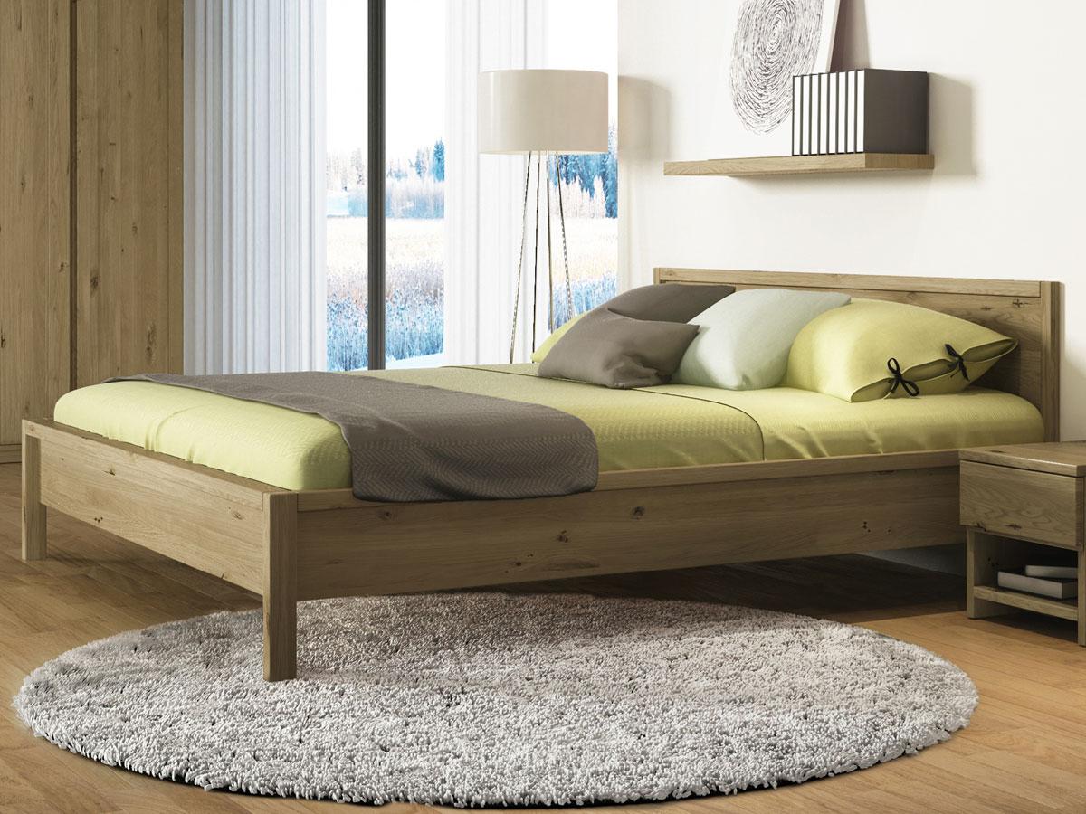 """Schlafzimmer mit Massivholzbett """"Martin"""" aus Wildeiche"""