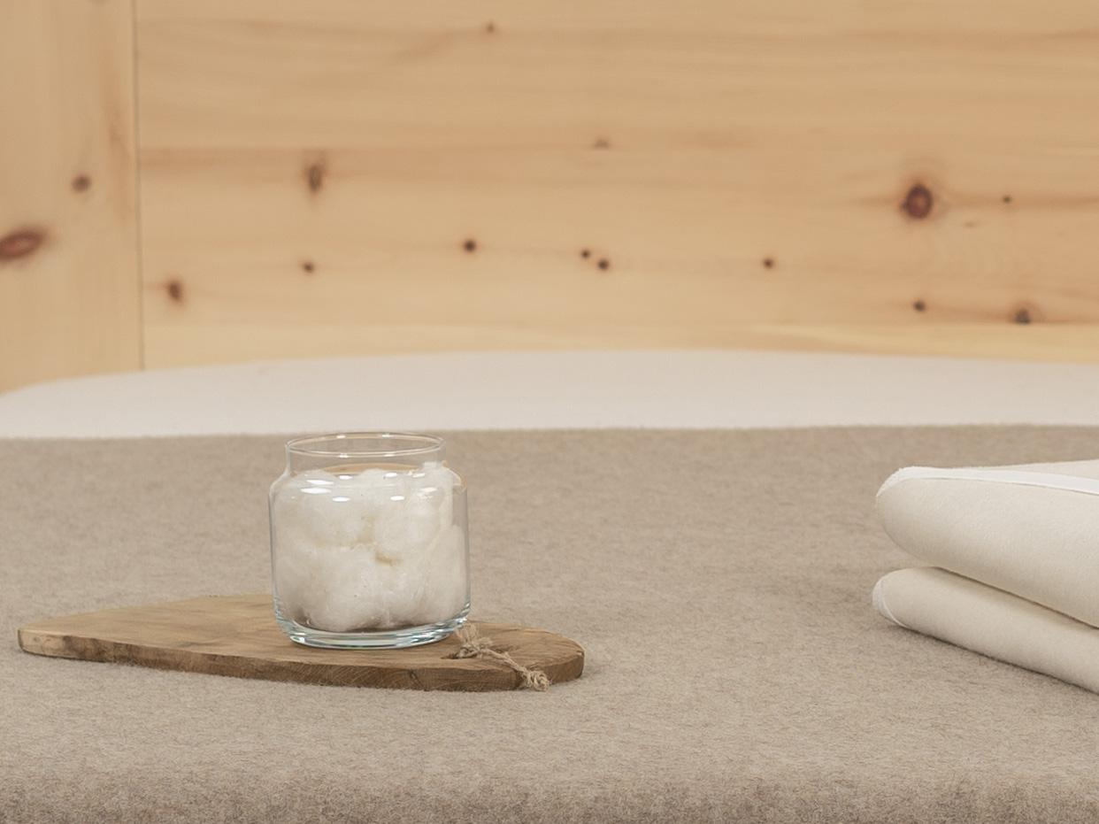 Das Kalmuck-Gewebe aus Bio-Baumwolle (kbA) bietet flauschigen Liegekomfort.