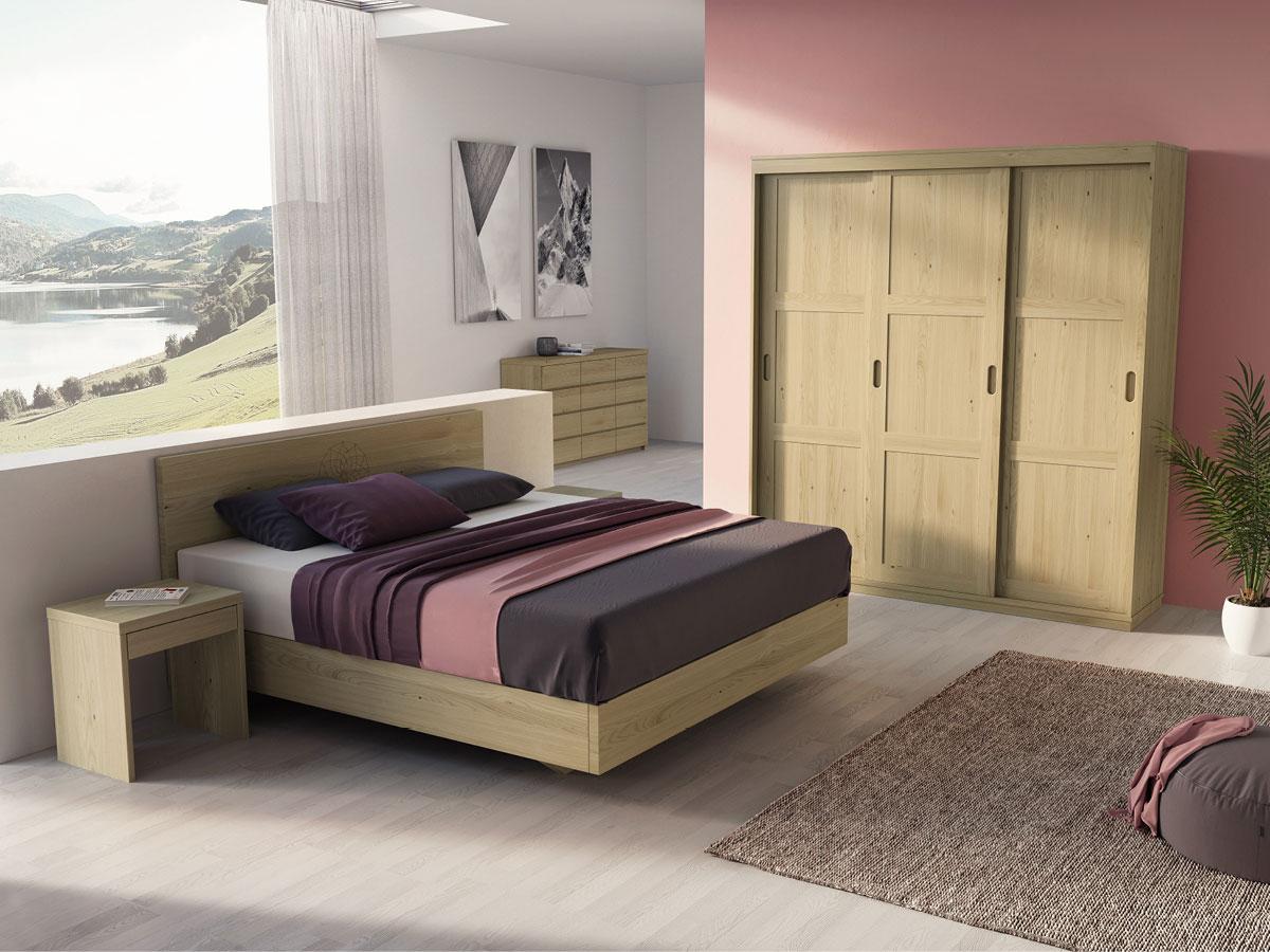Schlafzimmer mit Schiebetürschrank in Kastanie