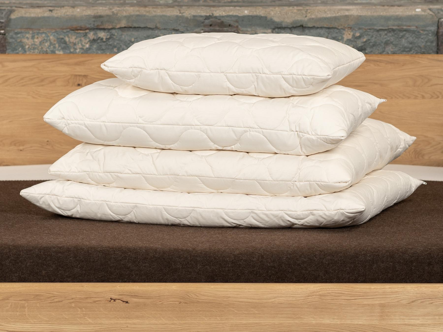 Mit wärmenden Kissen aus Schafschurwolle genießen Sie stets ein trockenes Schlafklima.