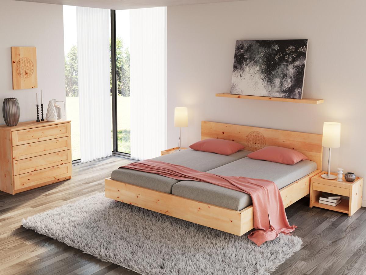 """Zirbenschlafzimmer mit Kommode """"Susanne"""" 50 cm"""