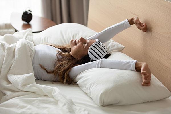 nackt mädchen schläft mit gespreizten beinen